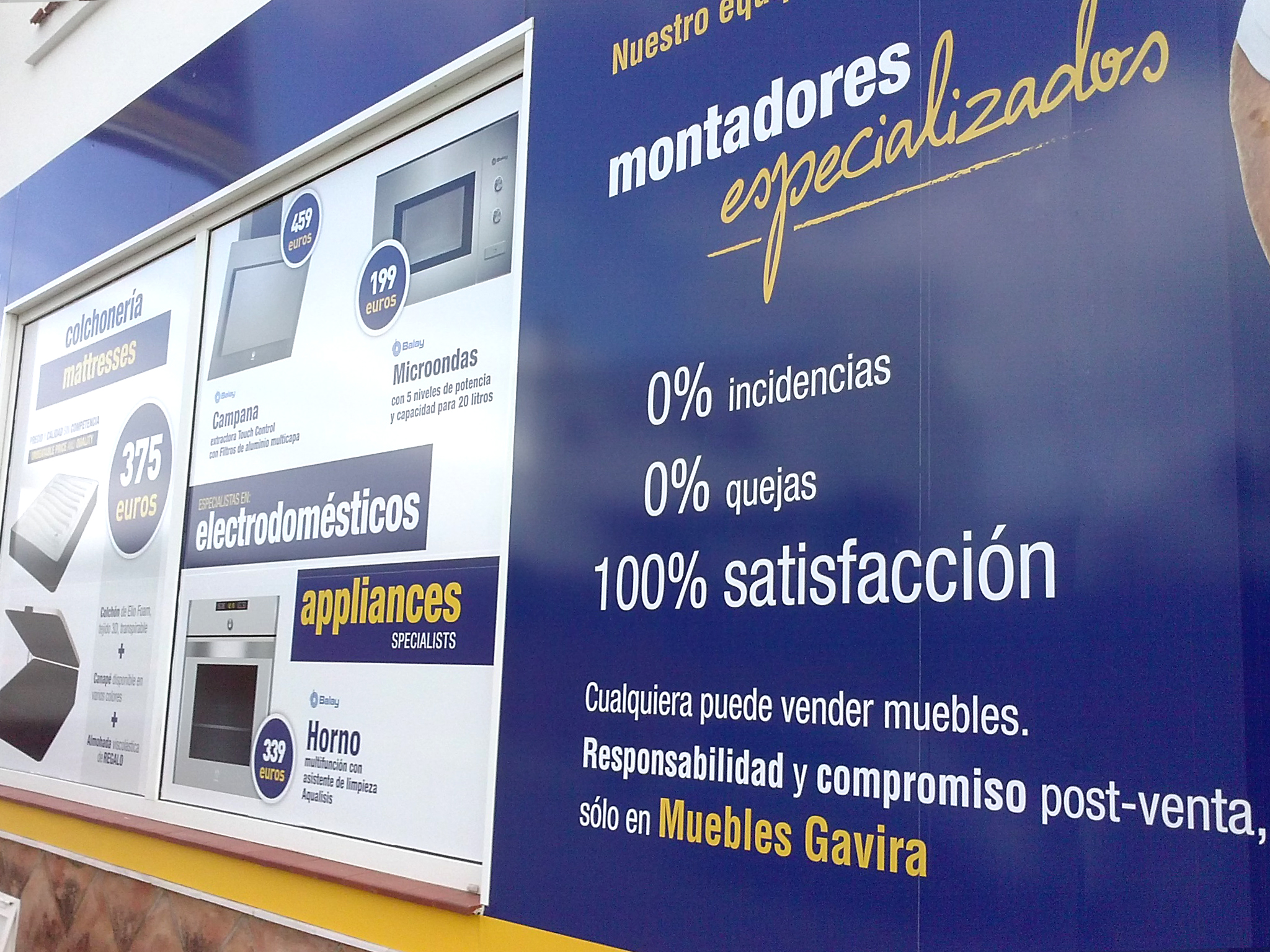 Vinyl design for Muebles Gavira Store
