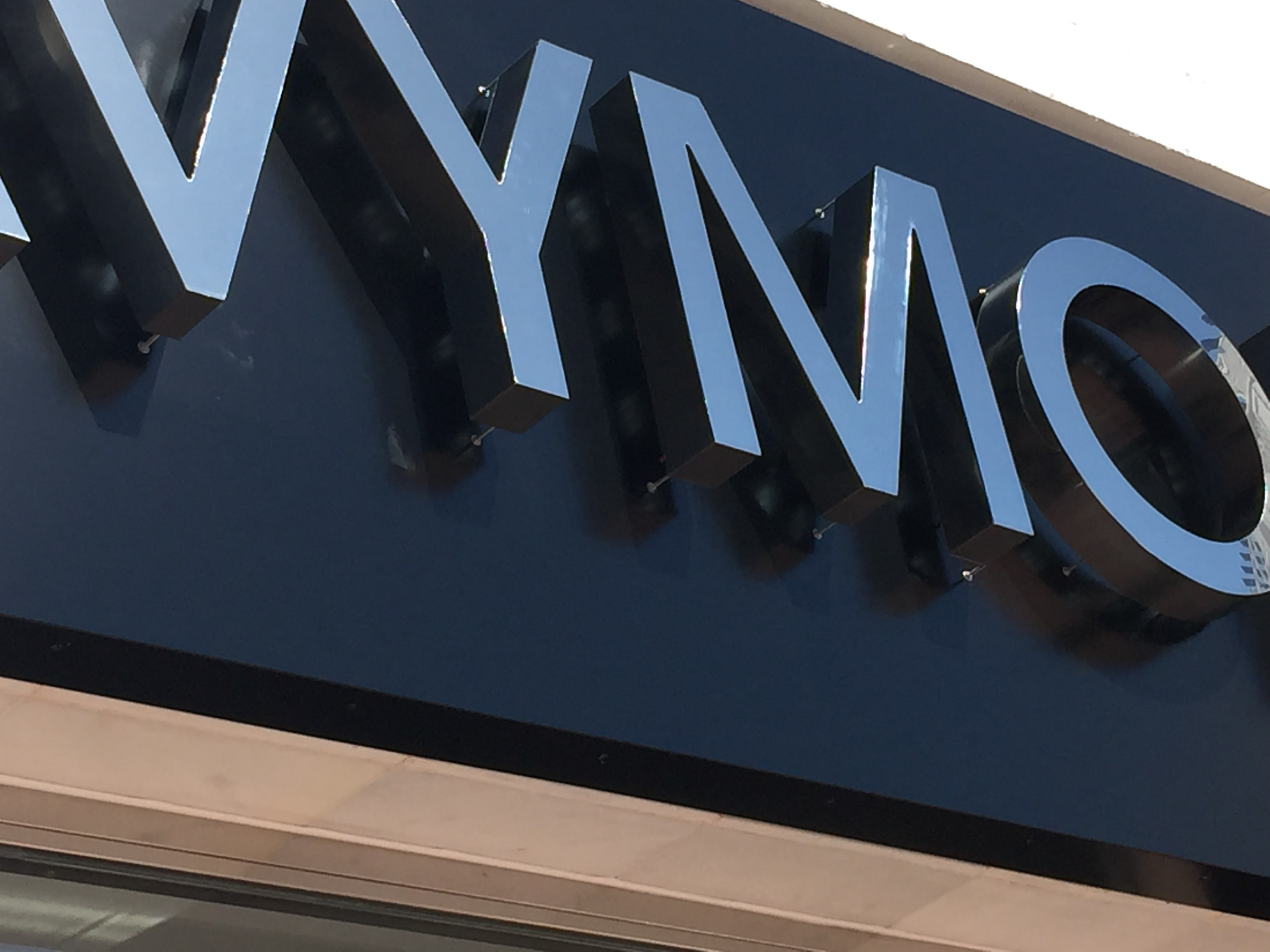 Sign production and installation for Avymom Houses