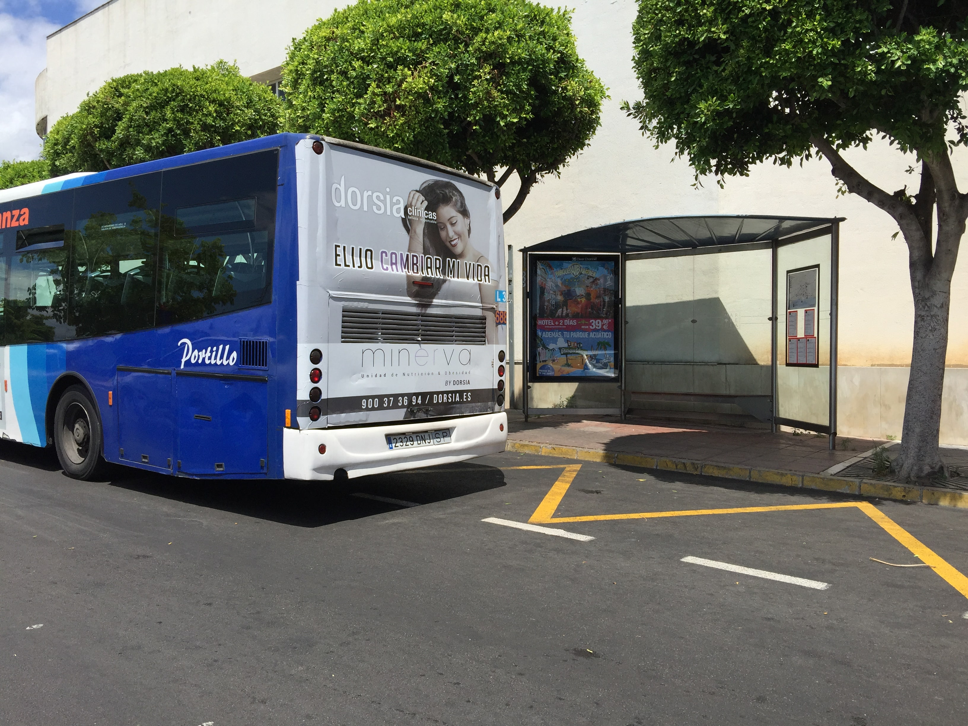 Outdoor advertising campaign for Clínicas Dorsia