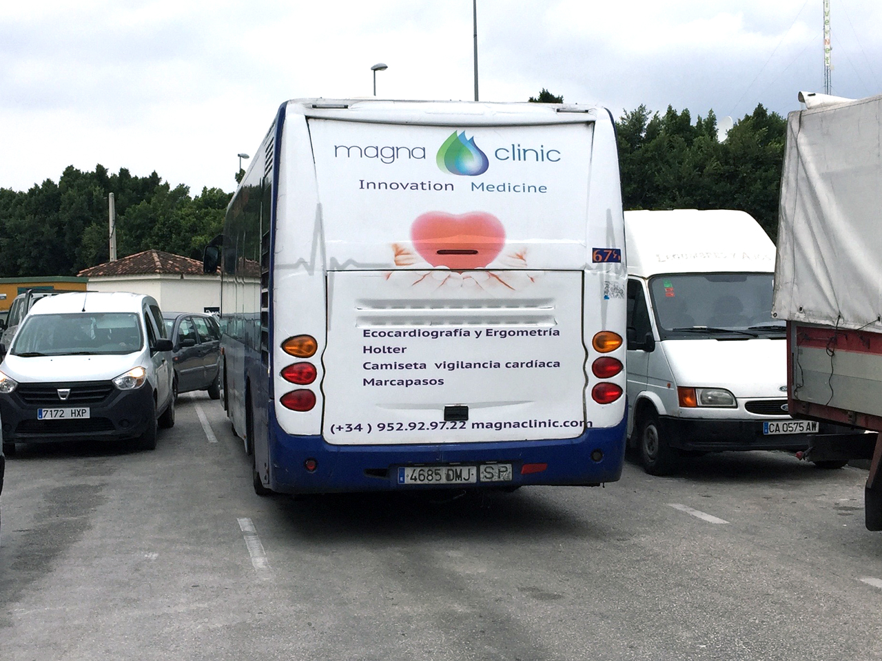 Advertising bus campaign for Magna Clinic