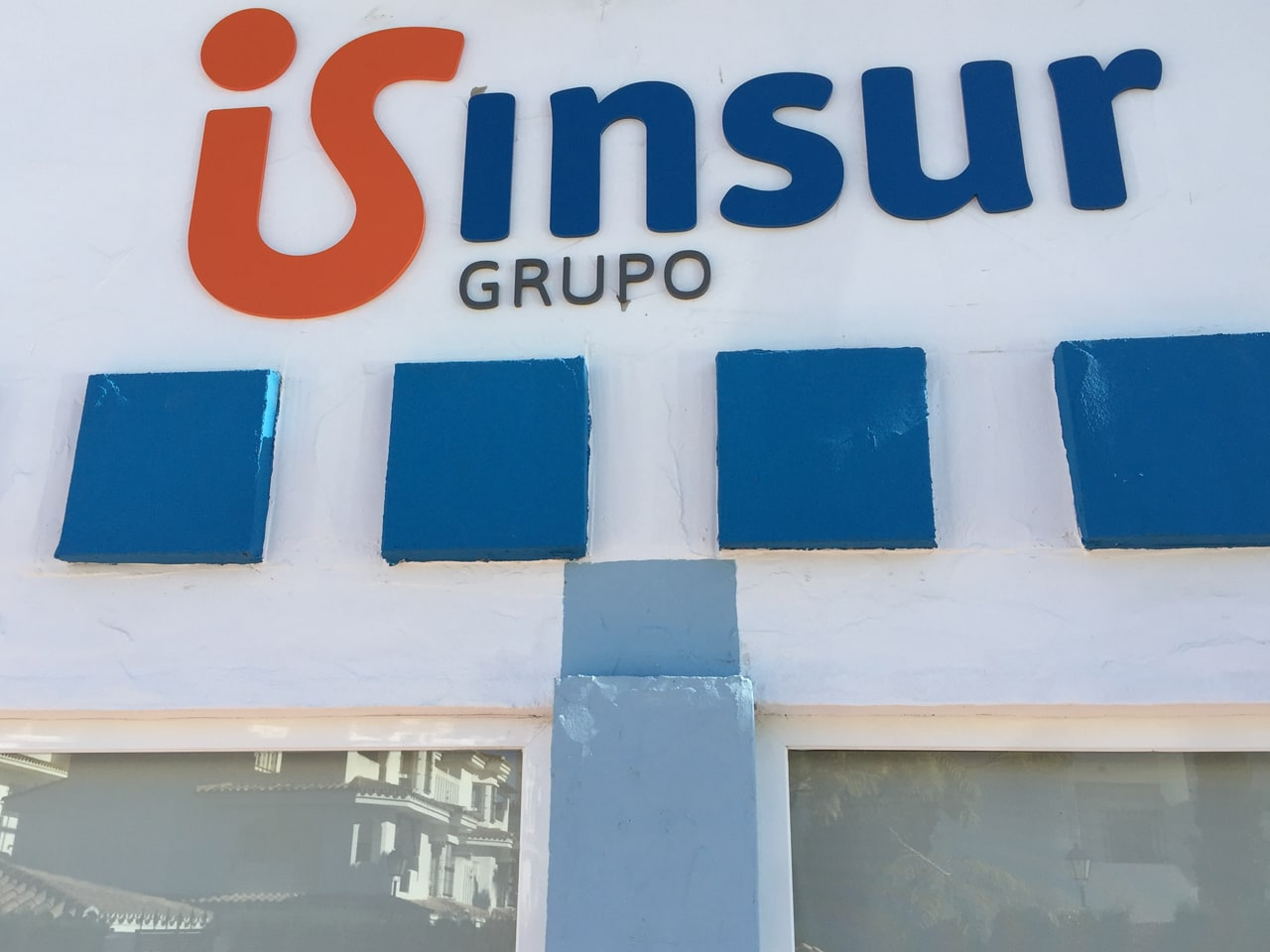 Neon sign manufacturing for Grupo Insur in Marbella
