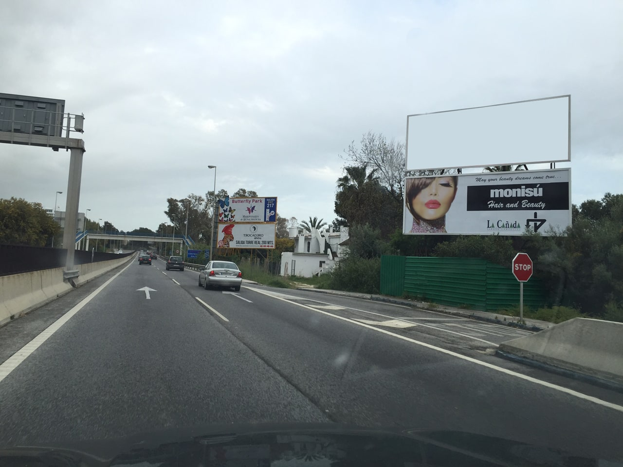 Advertising billboard design and rent for Monisú Hair and Beauty